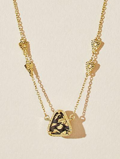 Collier Macha - Onyx Texturé recouvert de feuilles d'or
